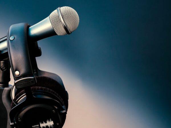 Microphone and headphones (Pixabay / Bruno)
